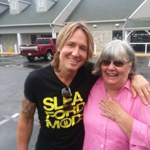 Woman Helps Man Short On Cash, Finds Out It's Keith Urban!