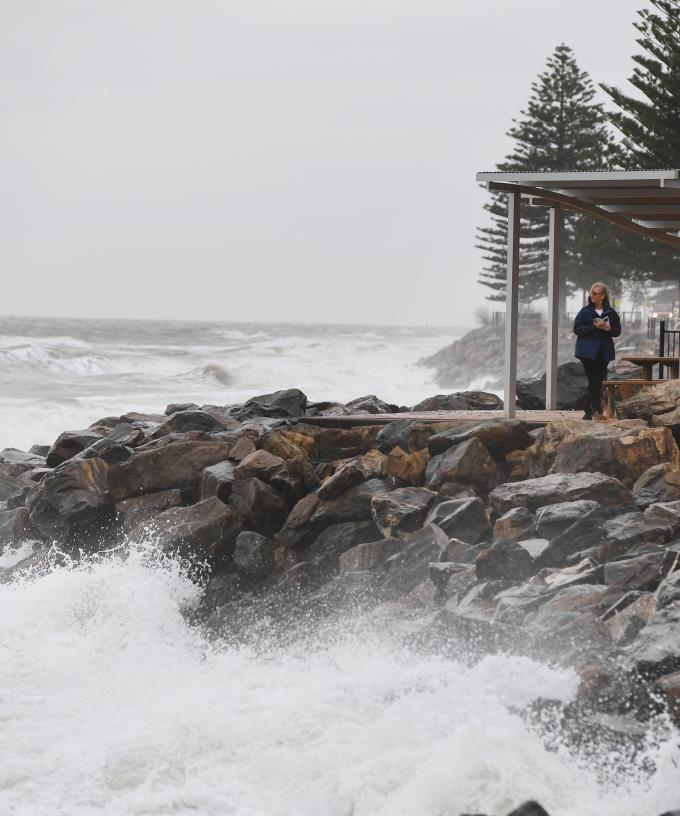 Power Out As Winds And Rain Hit SA