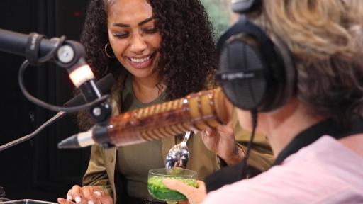 Paulini Tries Amanda Keller's 'Peas In Jelly'
